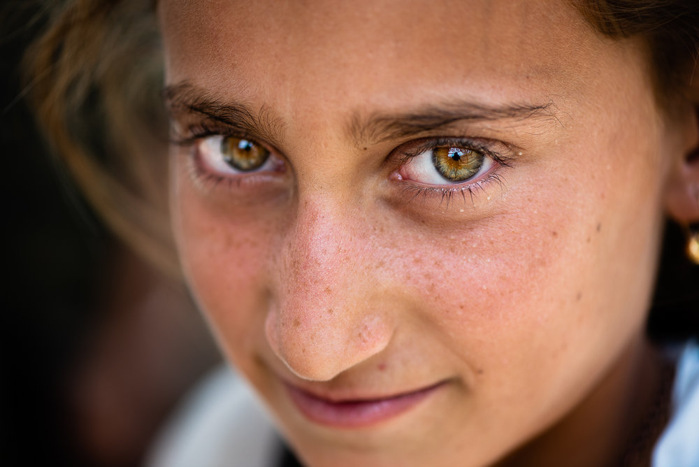 The gaze of a young girl, Sinjar mount