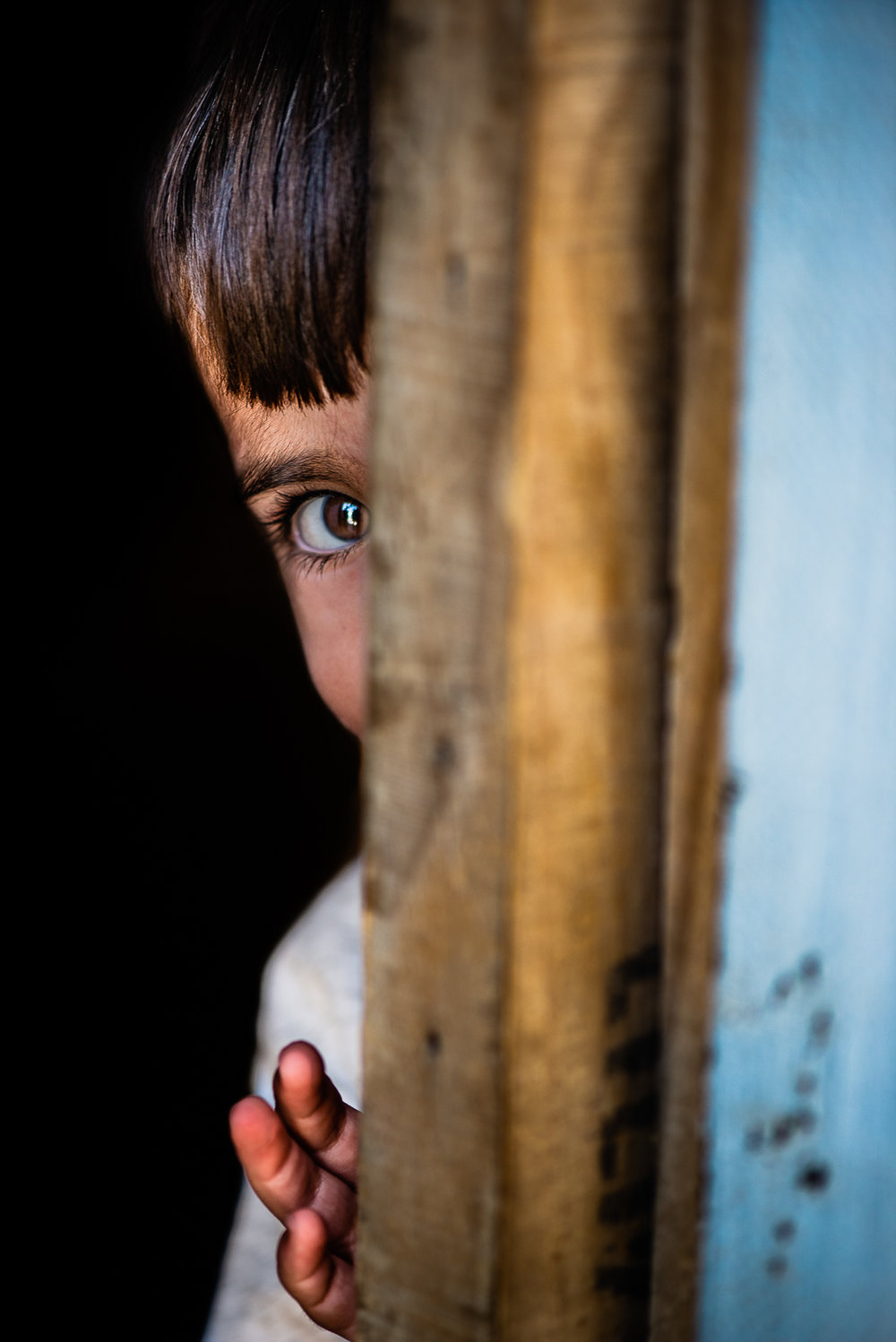 The shyness of a child in the refugees camp of Khanik, near Douhk