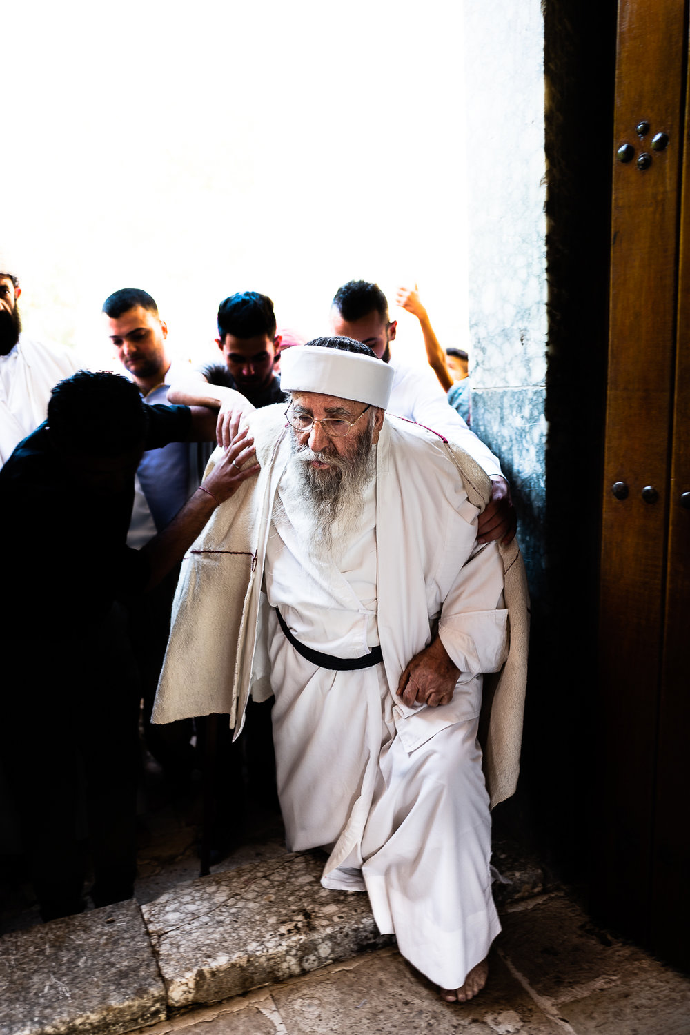 Baba Sheikh enter the Lalish temple whitout touch the door jamb because it's considerated sacre