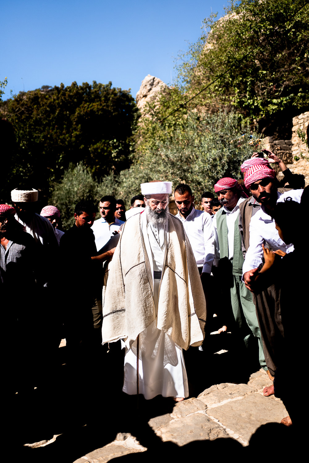 An important religious man is entering in Lalish