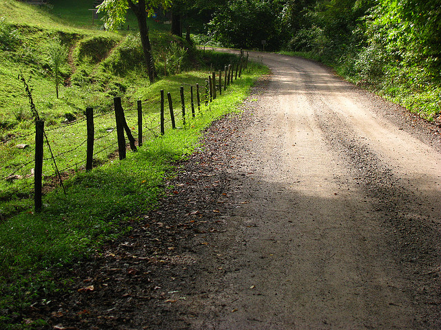 COUNTRY ROAD BY  ALEX FORD     CREATIVE COMMONS    WWW.FLICKR.COM