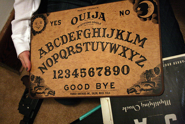 OUIJA BOARD  BY  JENNA     CREATIVE COMMONS   WWW.FLICKR.COM