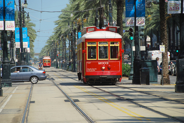 STREET CAR NEW ORLEANSBY  FAUNGG'S PHOTOS   CREATIVE COMMONSFLICKR