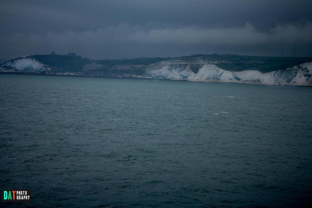 Met de camper en aanhanger op de ferry van Duinkerken naar The White Cliffs of Dover.