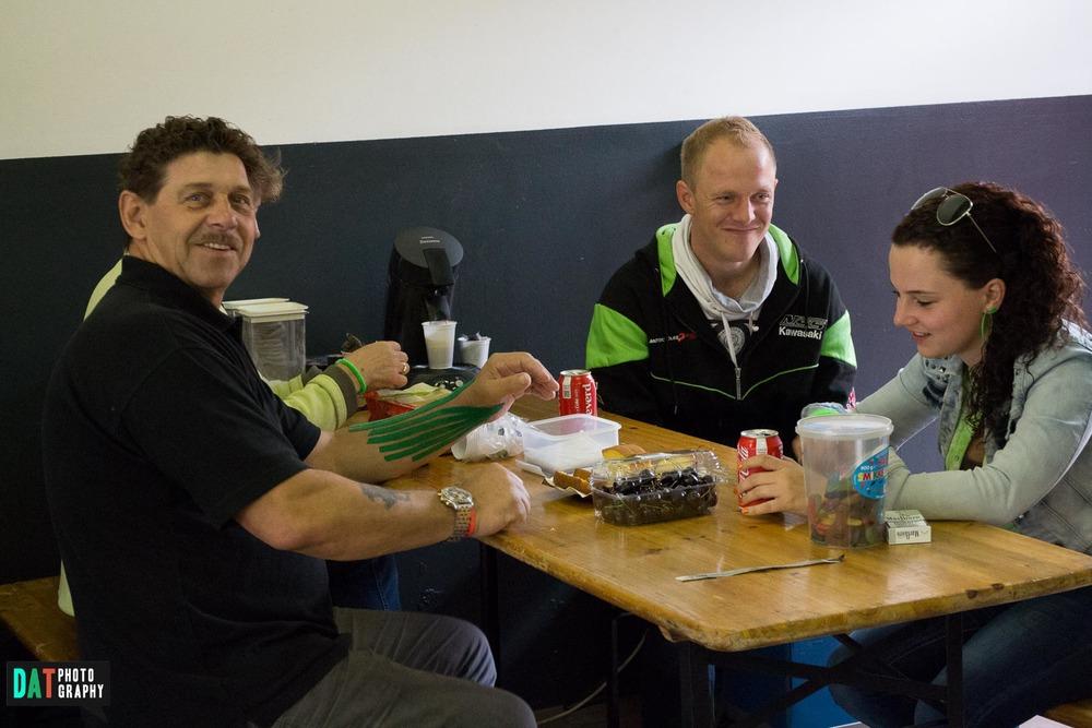Veel gezelligheid met het Tamariva Race Team - Bedankt voor de plaats in de box.