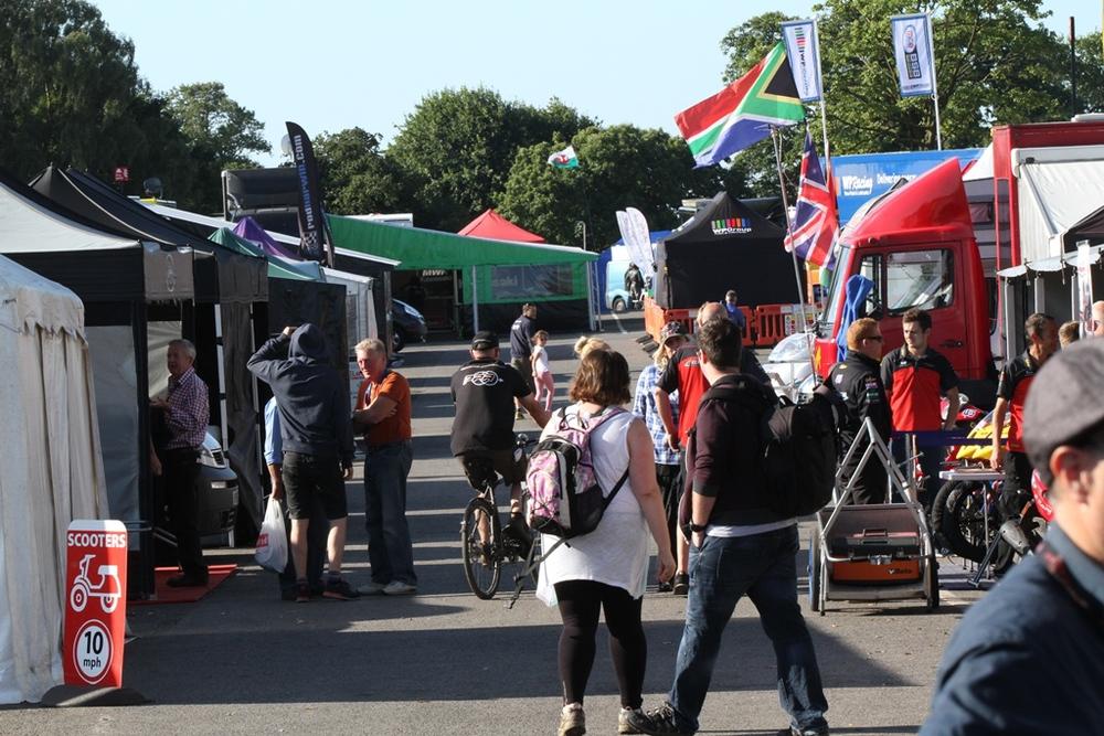Er waren weer heel veel bezoeker op Oulton Park ondanks het slechte weer op zondag.