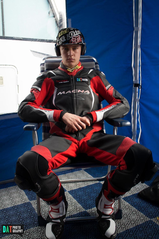 Macna racepak, Forma laarzen en een HJC helm, klaar voor de eerste outing