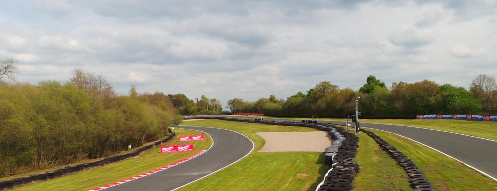 Oulton Park is een gaaf circuit met veel hoogteverschillen.