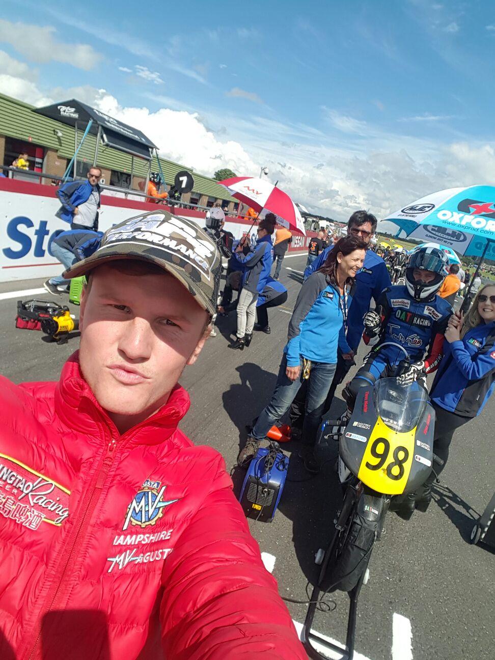 Gridselfie met ex-GP rijder en vriend Scott Deroue