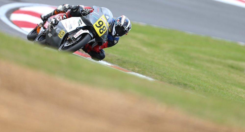 vorig jaar gingen we hier rond op de Moto3, nu op een dikke Supersport!