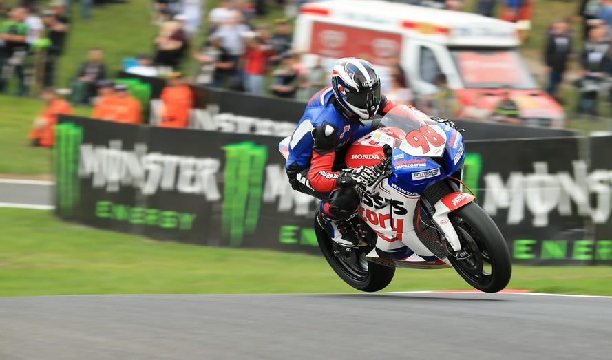 The mountain! zelfs springen met een motorfiets is niet te gek hier! Raceline Images!