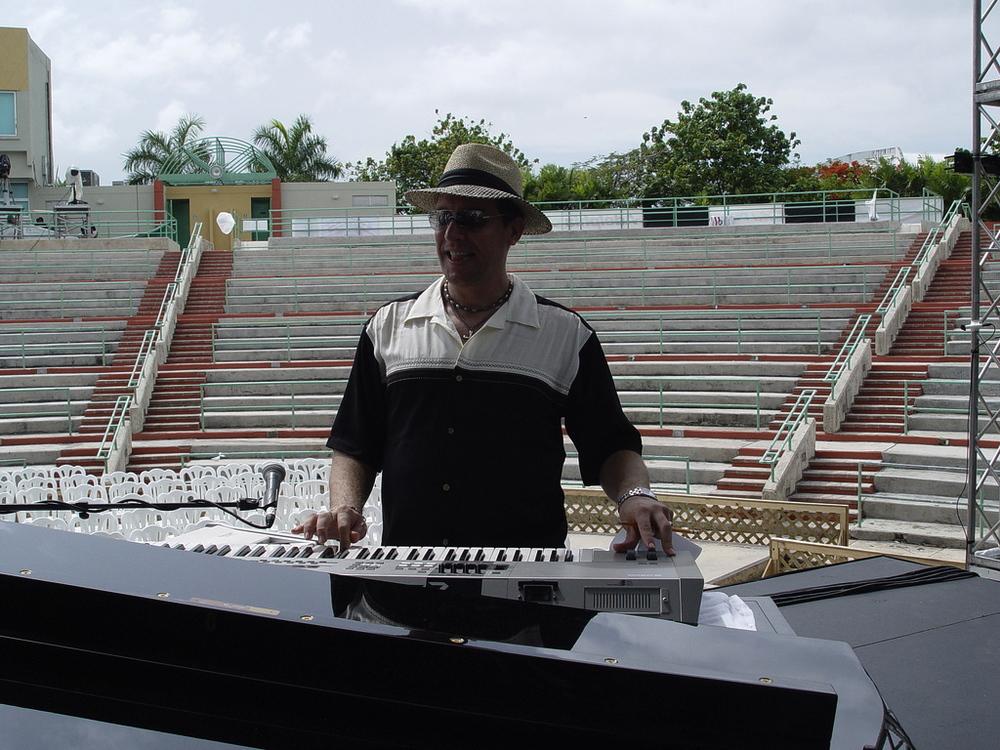 thumb_Tony Perez - Puerto Rico - Heineken Jazz Festival 021_1024.jpg