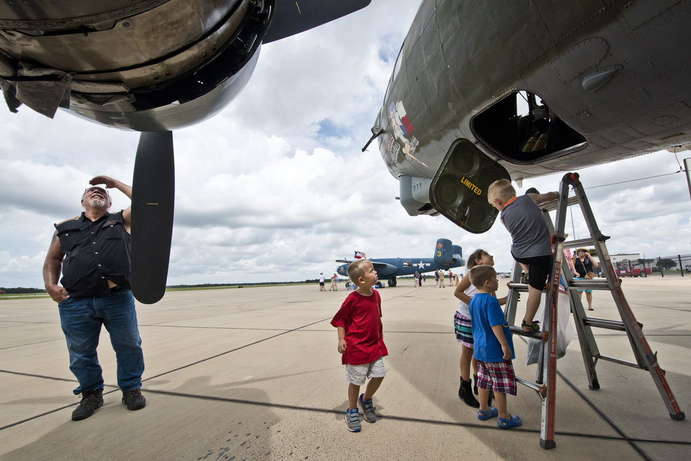 WWII planes land in College Station