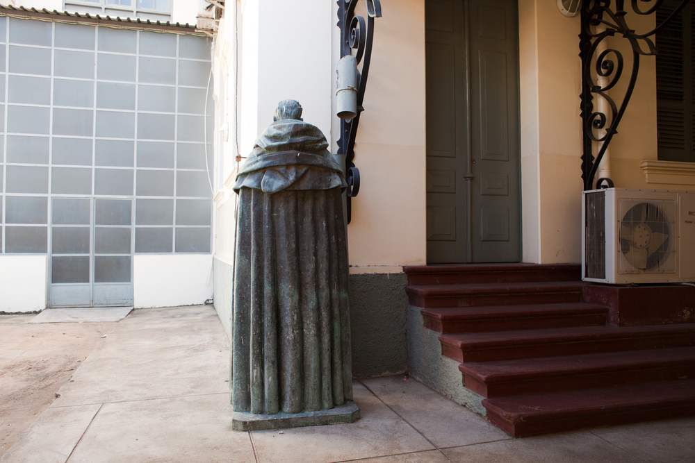 "25°58'24.5""S 32°34'22.3""E , 01/02/2014, 1530 Statue of António de Oliveira Salazar, National Library, Maputo"