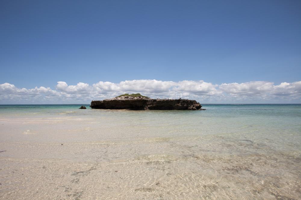 """21°36'49.1""""S 35°20'00.9""""E ,  04/02/2014, 1017 Tidal island, Ilha de Santa Carolina"""
