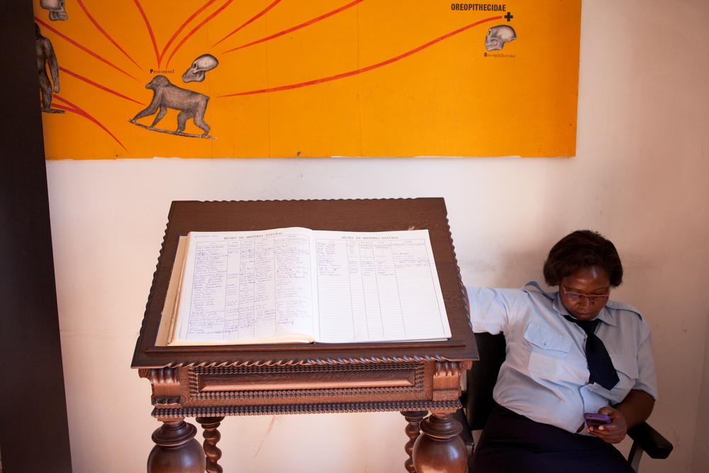 """25°58'38.2""""S 32°35'12.3""""E ,  11/02/2014, 1512 Guest logbook, Museo de Historia Natural, Maputo"""