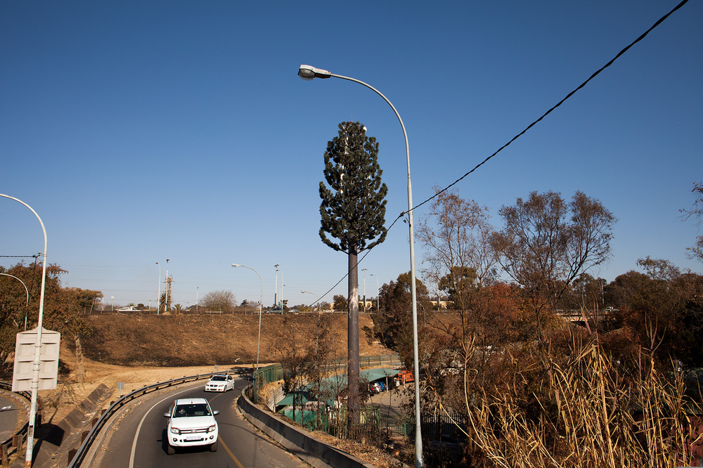 "26°14'13.7""S 28°00'57.9""E ,  23/07/2014, 1456 Cellphone tower, Gold Reef City onramp, Johannesburg, South Africa"