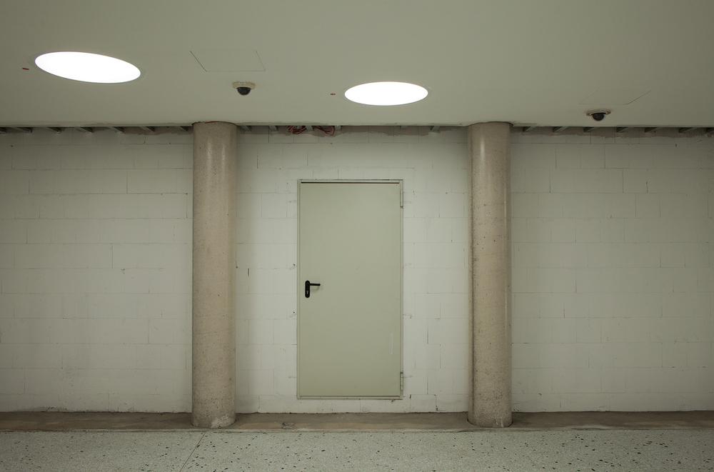 "50°06'38.8""N 8°41'03.4""E ,  16/12/2014, 0707 Service door, Dom-Romer U-Bahn station, Frankfurt, Germany"