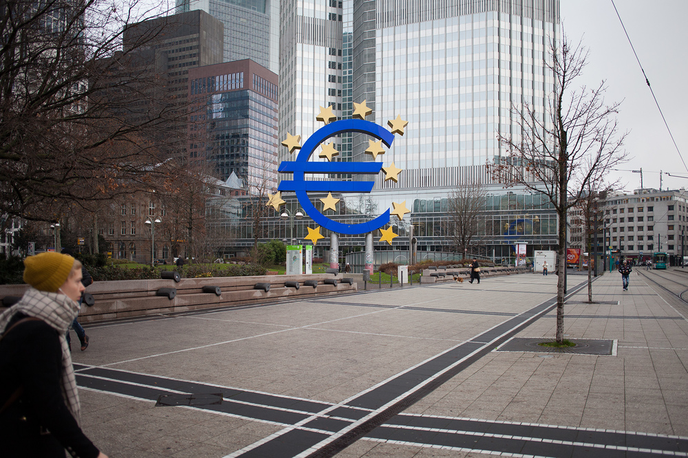 "50°06'32.3""N 8°40'23.0""E ,  16/12/2014, 1021 Euro, Willy-Brandt Platz, Frankfurt, Germany"