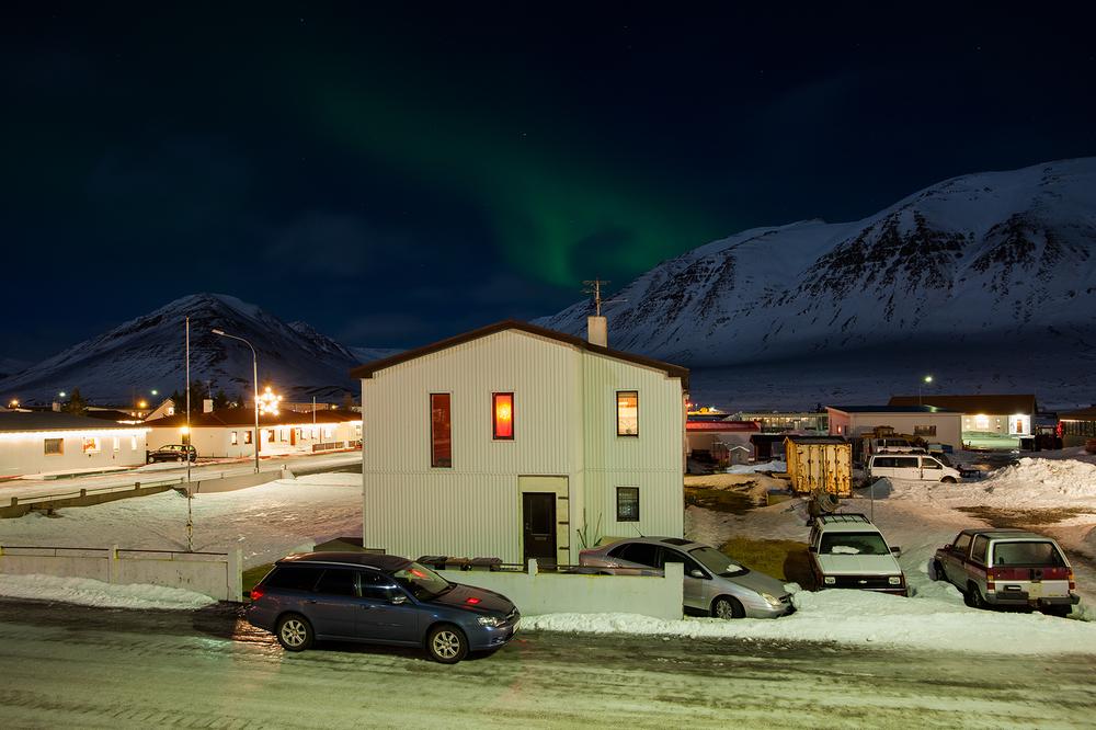 """66°04'20.1""""N 18°39'03.6""""W,   05/01/2015, 2209 Aurora Borealis and antenna,  Ólafsfjörður , Iceland"""