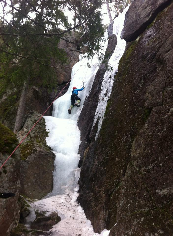 Climbing up the icewall with an ice-axe and cramp-ons is hard work, this is how high I got in 2 minutes
