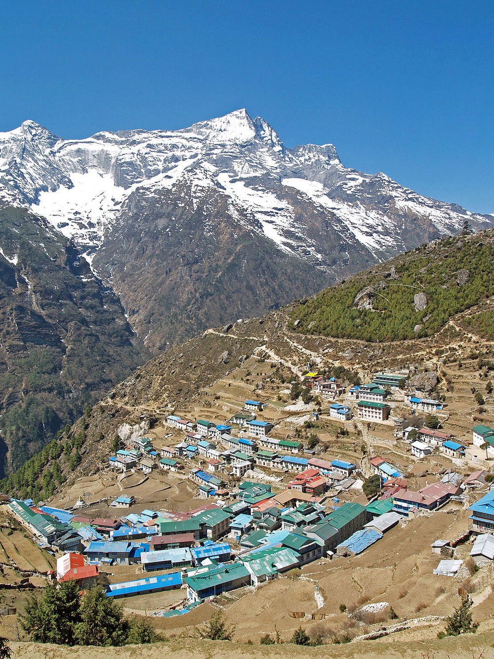 Namche Bazaar village located at 3,440 metres (11,286 ft) above the sea level in Khumbu region, northeastern Nepal. The Kongde Ri peakb with its 6,187 m (20,299 ft) can be seen in the background. Photo by stevehicks [CC-BY-2.0 (http://creativecommons.org/licenses/by/2.0)], via Wikimedia Commons