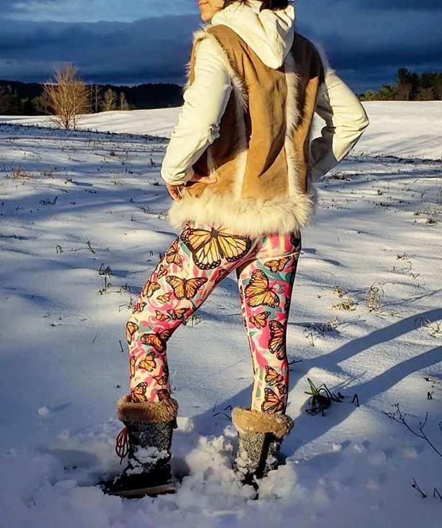 🌬️❄️☃️ @sokokistudios we were in our element with the seasons first snowfall! Co-founder @chinonmaria (an ex-winter athlete) loves the cold weather and snow and it only increases her excitement about life and filling it up with as much vibrancy as possible. We love the contrast of these 🦋Monarch Yoga Pants🦋 with the crisp white snow! Now go outside and PLAY! . . . #yogapants #snowfall #firstsnowoftheseason #yoga #getactive #activewear #womensfashion #leggings #makeartnotwar #monarch #makeasplash #womenapparel #chinonmaria #sokokistudios #snow #vermont #girlboss #vermontmade #smallbusiness  #beginningtolookalotlikechristmas #murals #popart #wearableart #noreaster