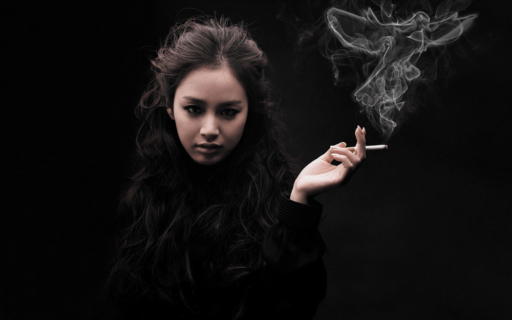 smoking_girl_by_raresssica007-d47z4n2.jpg