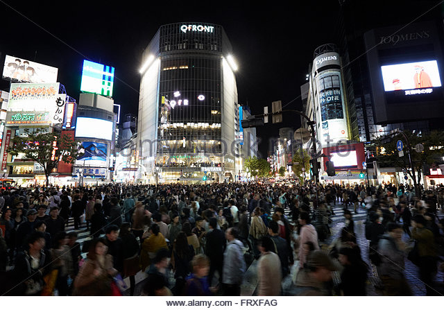 pedestrian-scramble-diagonal-crossing-at-night-shibuya-tokyo-japan-frxfag.jpg