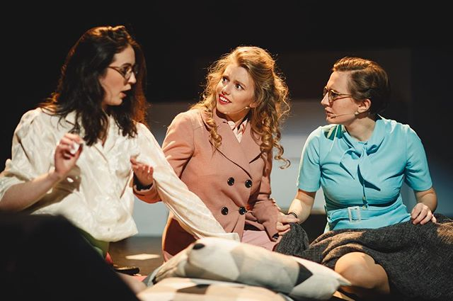 2 shows down 4 more to go!! ⏰⏰ Don't miss out! Get down to Pleasance Theatre now to see Doralee, Judy, Violet and the cast of '9 to 5' in action!  #darntootin  Photography by Andrew Perry