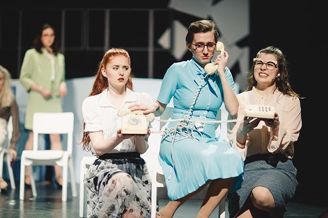 Only 3 more shows to go and not many tickets left!! Stumble on down to Pleasance theatre tonight or tomorrow for your last chances to see this brilliant performance of '9 to 5'! See you later! 🎉 #darntootin  Photography by Andrew Perry