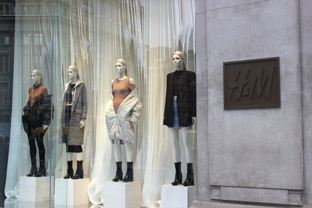 paper design window for H&M