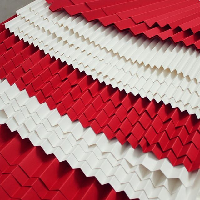 A staircase of red + white pleats from a set design project quite a while back. 🔴⚪️🔴 - - - #foldability #paperart #paperartist #setdesign #setdesigner #setdesignerlondon #pleat #pleating #origami #origamiart