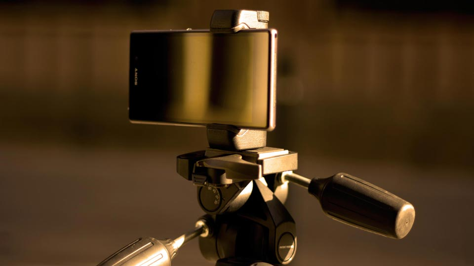 Sony Xperia Z1 Z2 tripod mount holder - Shoulderpod S1