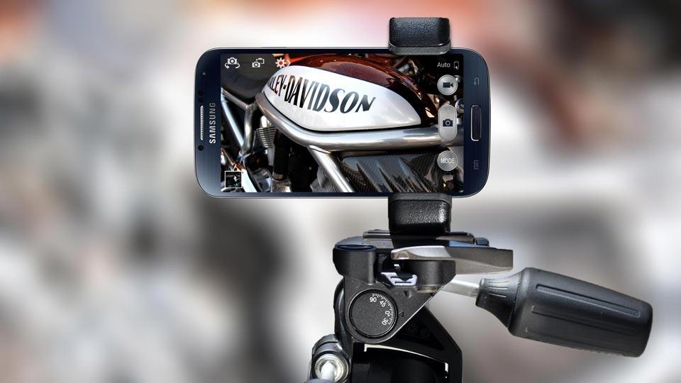Samsung Galaxy S5 adjustable tripod mount holder - Shoulderpod S1 smartphone rig
