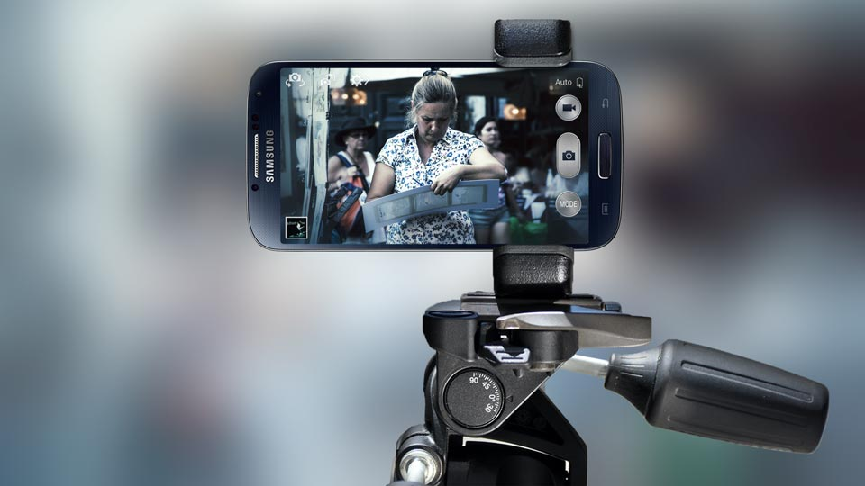 Shoulderpod smartphone tripod mount, grip handle and stand for iPhone, Samsung Galaxy, Nexus, Nokia Lumia and Sony Xperia