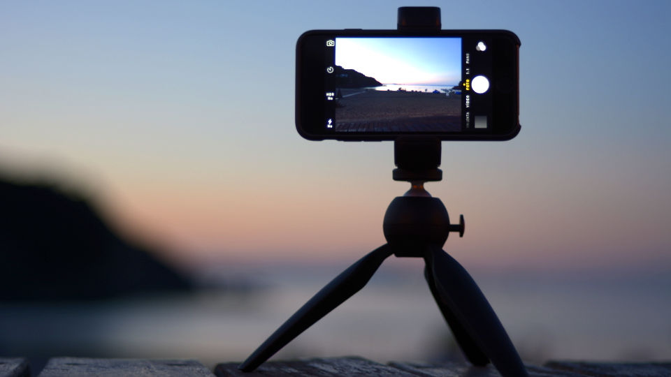 Shoulderpod G1 tripod mount for iPhone and smartphones