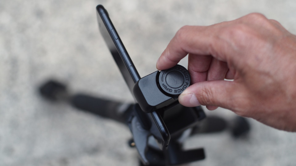 Tripod mount adapter for iPhone - 02