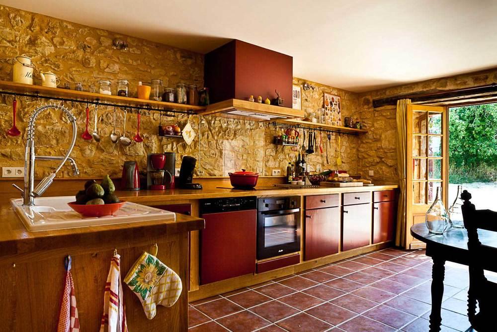 Vier kookplaten, oven, afwasmachine