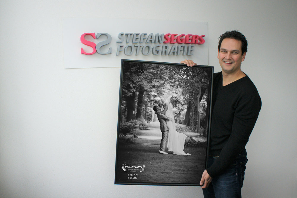 Stefan Segers met zijn winnende foto. (Foto: Robbert Roos)