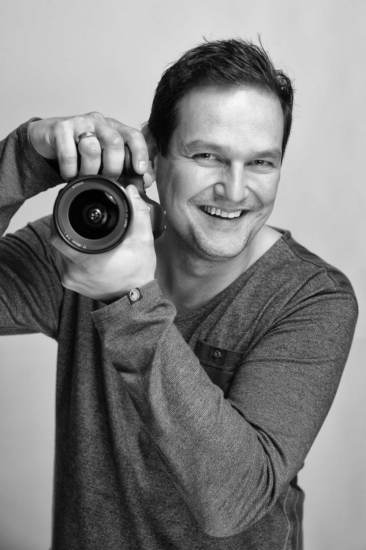 Ik ben altijd vrolijk en gepassioneerd bezig met fotografie. Onopvallend maar wel aanwezig. Duidelijk in communicatie en ik ga voor resultaat. - Stefan Segers