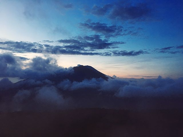 Woke up at 2am to climb Mt Batur under a sky twinkling with stars ✨✨my heart is full 💗
