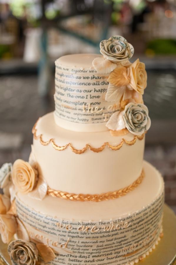 literary_wedding_cake.jpg