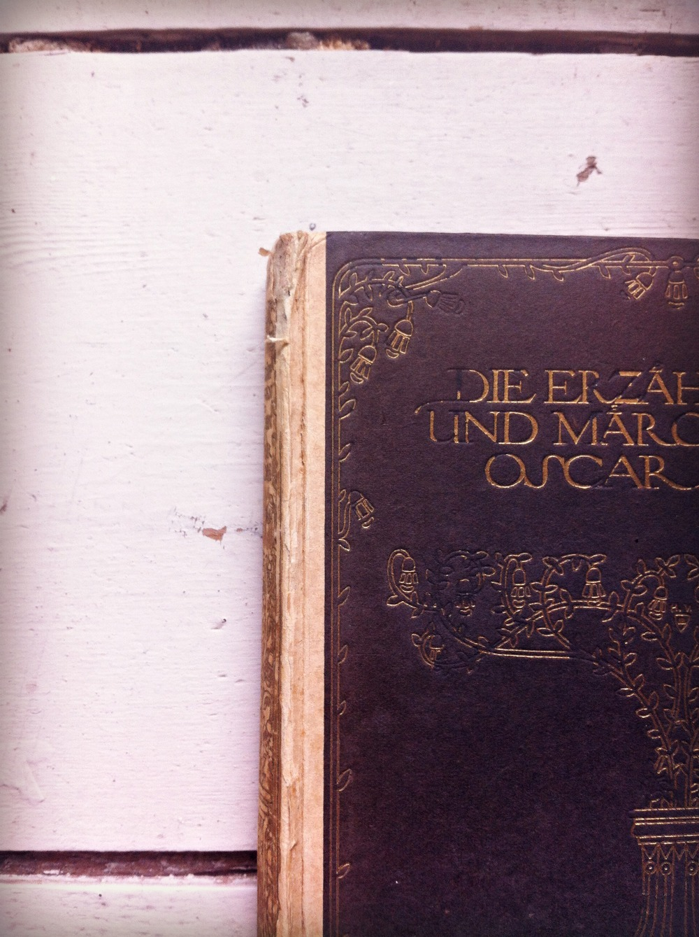 Vintage Oscar Wilde tales and fairy tales in German. Gorgeous gilding on cover.