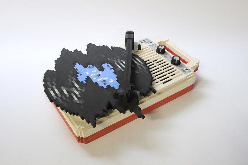 toshiya-masuda-ceramics-low-pixel-icons-computer-games-designboom-2.jpg