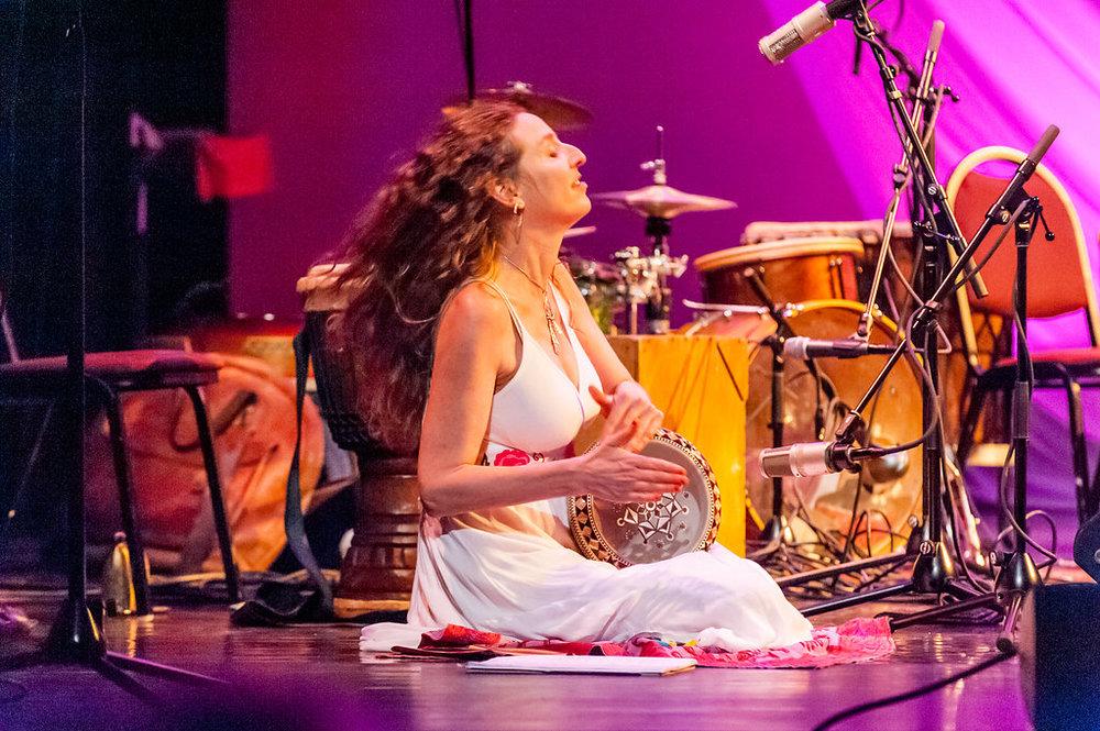 """Raquy Danziger performing her original song, """"Neverland"""""""
