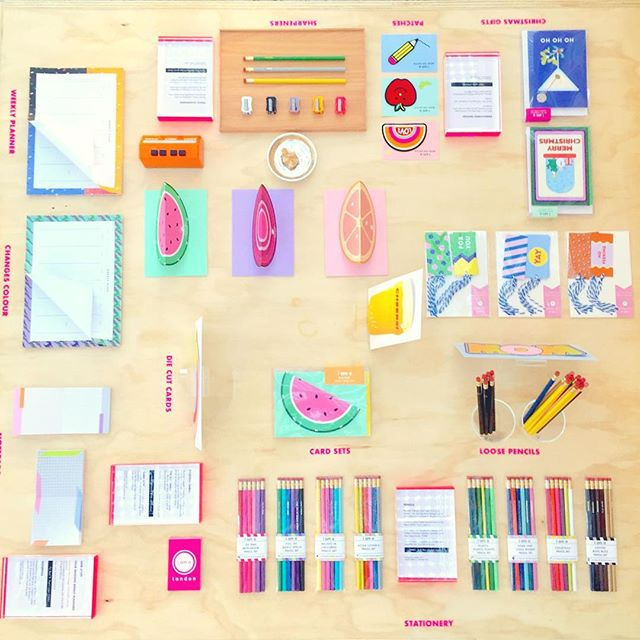 Back to cool! A birds eye view of our deskie  @ShowUpEvent . Day 2 and last day at Stand C199 ✏️! . . . #ShowUp18 #ExpoHaarlemmermeer #OnMyDesk #Stationery #IAmAPencils