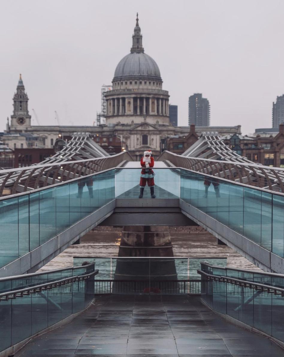 Santa Claus on London Millennium Footbridge