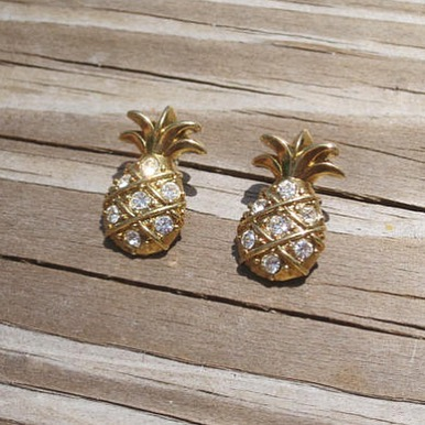 In love with these vintage pineapple studs, new in shop! 🍍✨ . . . #🍍 #summertime #pineapple #statement #tropicalvibes #tropical #fruity #summer #miami #miamivintage #miamibeach #earrings #etsyvintage #etsy #fashion #vacation #vacationvibes #kitsch #beachstyle #miamistyle