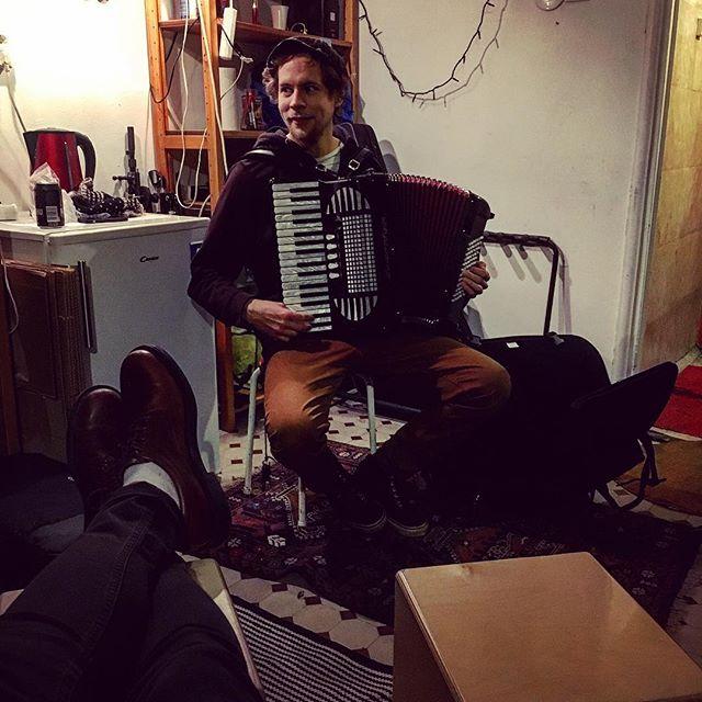 Treenit! #hermanniturkki #folkmelske #training #bandtraining #band #acoustic #kallio #accordion